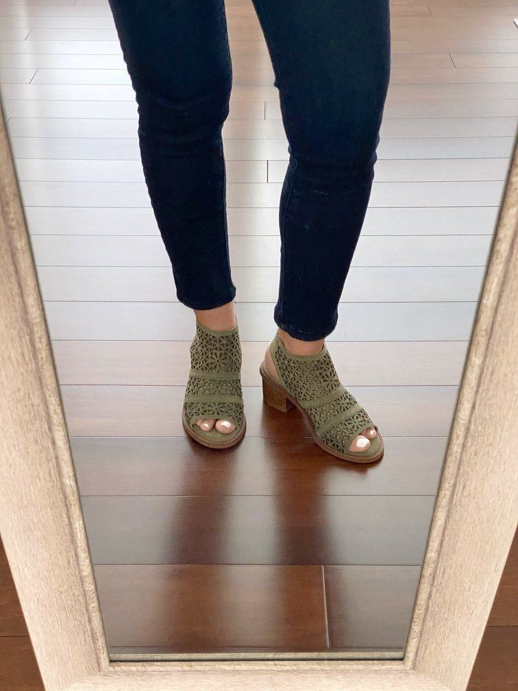 It's time to share my Stitch Fix Box Review of my March 2020 Fix #56. Come check out my latest Stitch Fix unboxing and see what I received, how the items looked on me, and what I have decided to keep from my March box.