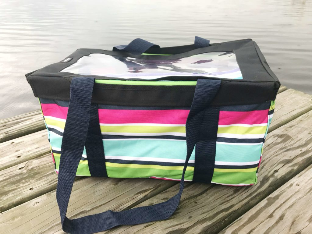 Whether you live on the lake like me or plan on visiting one sometime during this summer season, having the perfect lake bag to bring along is a necessity. Not planning on going to the lake this summer? No worries! This lake bag is just as perfect for a pool or beach day. #lakebag #lakelife #poolbag #beachbag
