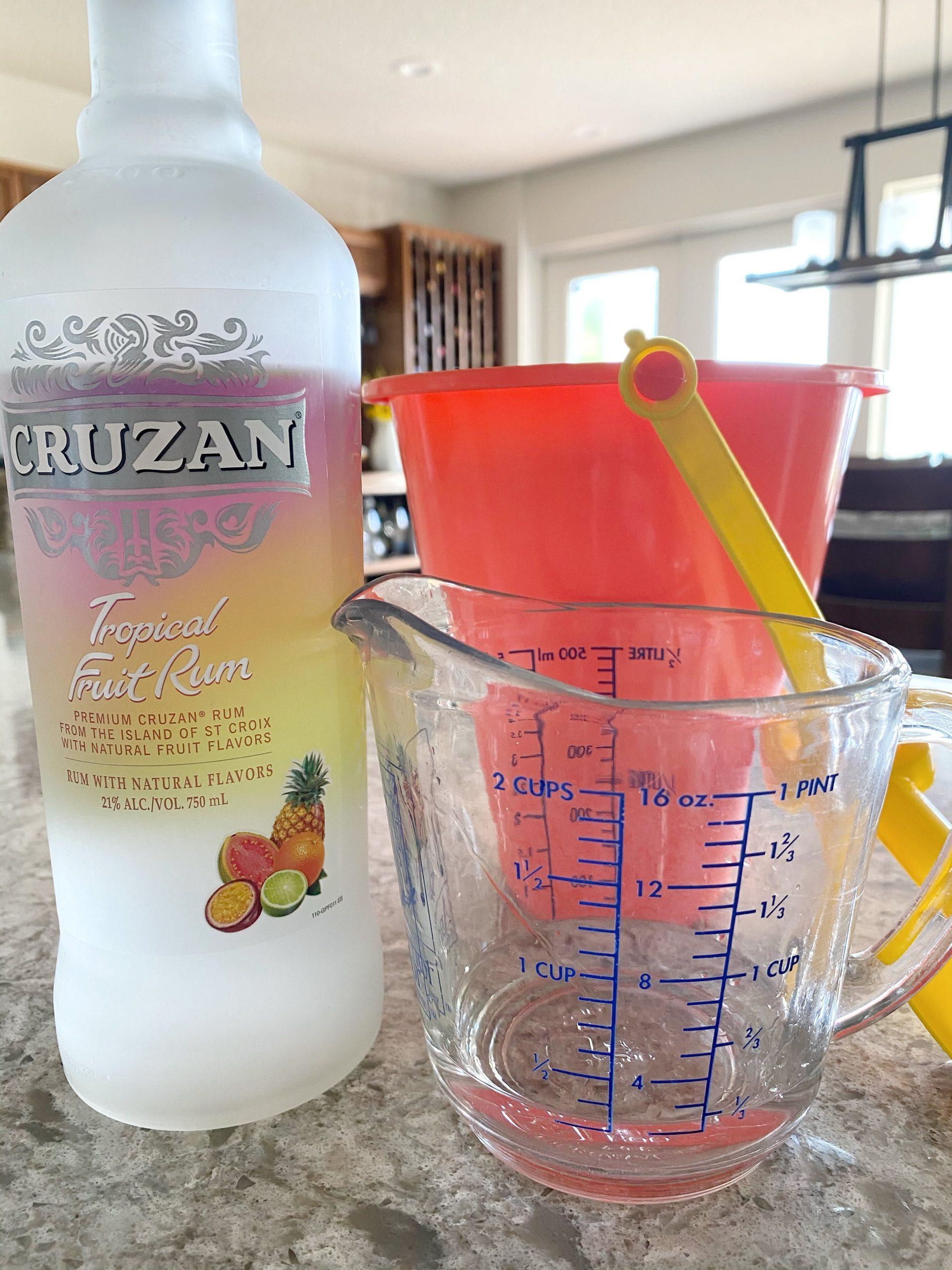 Cruzan Tropical Fruit Rum pour
