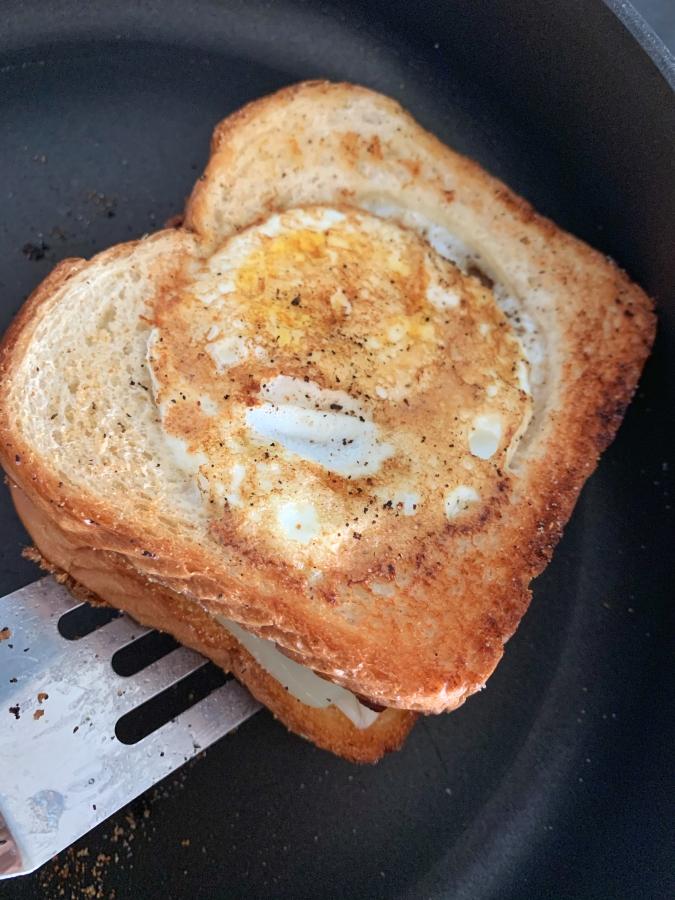 Close bread and make the sandwich