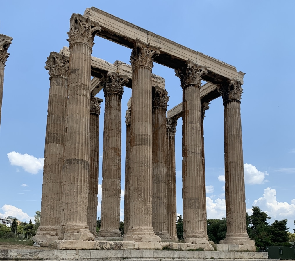 Traveling to Greece has always been a bucket list item of mine. Knowing that so many other people out there dream of visiting Greece in their lifetime too, I thought I'd share my experience and the things I feel Americans should know before visiting Greece. My hope is that these useful tips help you enjoy your Greece vacation to the fullest.